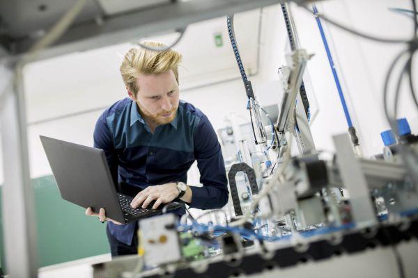 Průmyslové odvětví ovlivní masivní automatizace, digitalizace arobotizace. Ilustrace