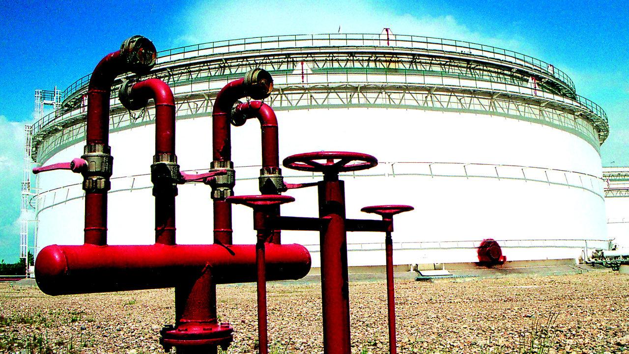 Zásobník na naftu společnosti Čepro - Ilustrační foto.