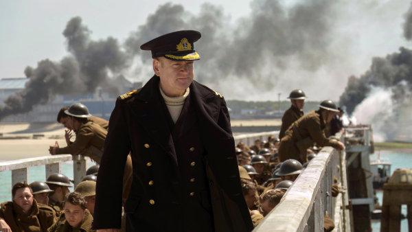 Na snímku z filmu Dunkerk je Kenneth Branagh v roli velitele Boltona.