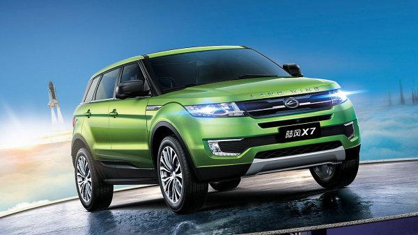 Land Wind X7 je Range Roveru tak silně podobný, že má dokonce i obdobný nápis na přídi.