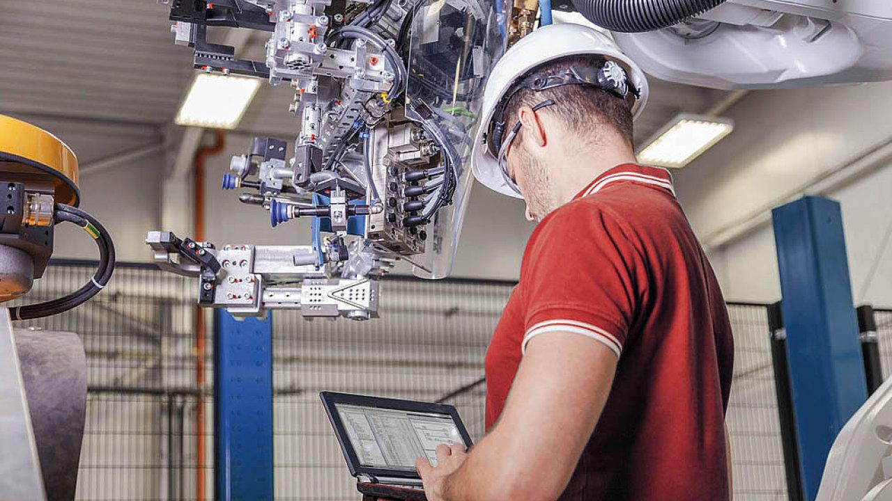 Automatizace ohrozí řadu pracovních pozic, ale mnoho nových díky ní vznikne. Změní se tím ale požadavky na kvalfiikaci zaměstnanců.