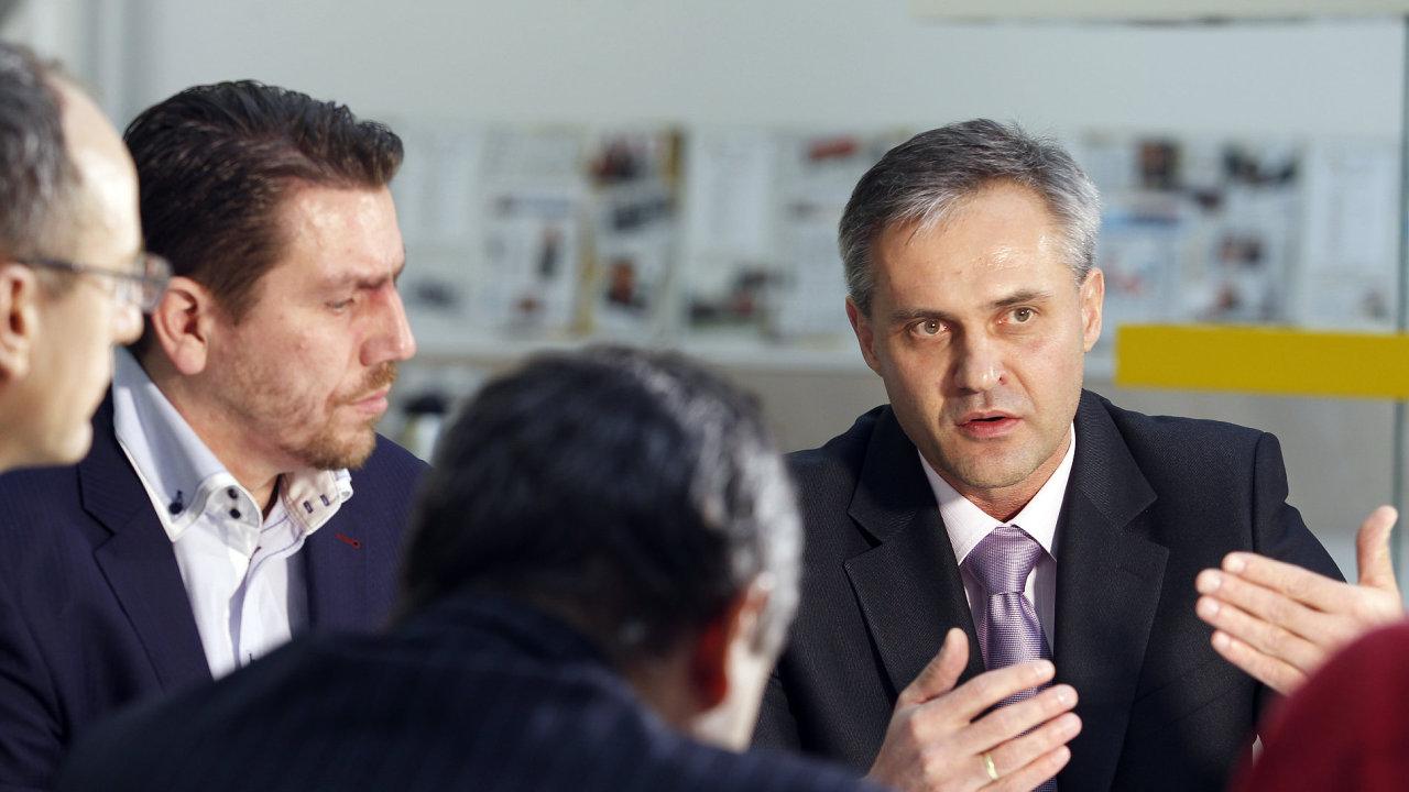 Kulatý stůl HN - hypoteční akademie. Na snímku Libor Ostatek - ředitel Golem finance (vlevo na snímku Vlastimil Nigrin - člen představenstva Hypoteční banky a Milan Zavadil - majitel M&M reality)