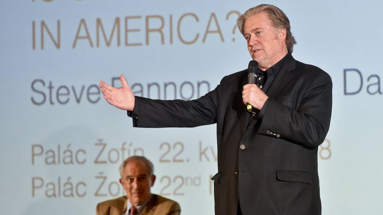 Na pražském Žofíně se 22. května 2018 uskutečniladebata mezi bývalým hlavním strategickým poradcemprezidenta Trumpa Stevem Bannonem a bývalýmzvláštním poradcem Bílého domu a příznivcem HillaryClin