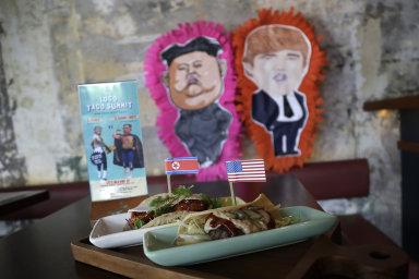 Burgery, tacos, drinky nebo imitátoři. Obchodníci v Singapuru hýří nápady, jak vydělat na historickém summitu Trumpa a Kima