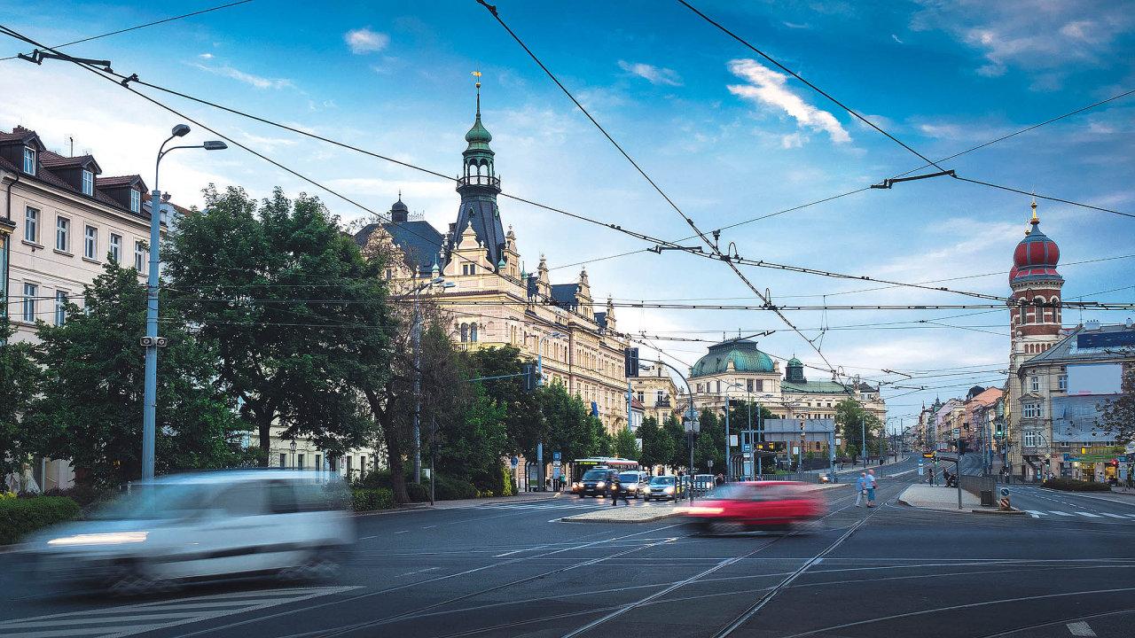 Plzeň podle dat společnosti CRIF nepatří k výrazně zadluženým městům. Podíl závazků na celkových aktivech města je deset procent. Vysoké zadlužení představuje hodnota vyšší než 25 procent.