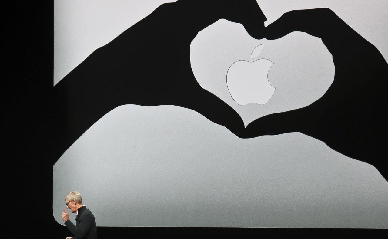 CEO Applu Tim Cook při představování nejnovějších produktů firmy.