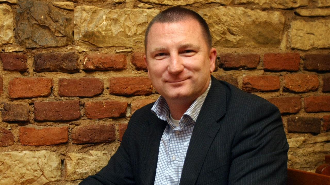 Jan Pavlík – šéf prodeje akcií vJ&T Bance. Vminulosti vedl obchodování sakciemi veWood & Co.