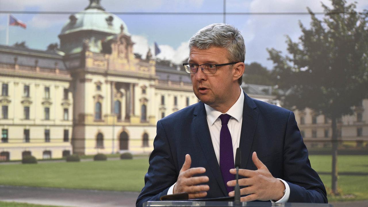"""""""Kesnižování byrokracie příliš nedochází. Plán má situaci změnit, například pomocí digitalizace státní správy,"""" říká Karel Havlíček, ministr průmyslu aobchodu."""
