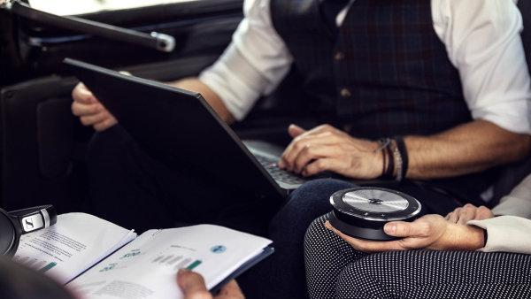 Sennheiser SP 30 funguje jako mobilní komunikační systém, nakterý díky sadě kvalitních mikrofonů může mluvit až osm lidí zároveň.