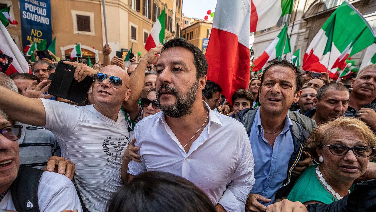 Populární sliby: Téma vyhoštění migrantů přineslo Matteu Salvinimu oblibu uvoličů.
