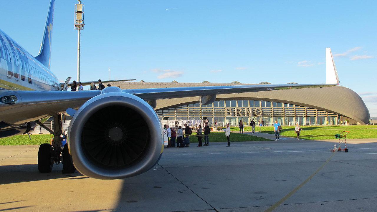 VČesku je nyní vkrajích pět mezinárodních letišť. Jediné Brno (na snímku) je nyní mírně vplusu.