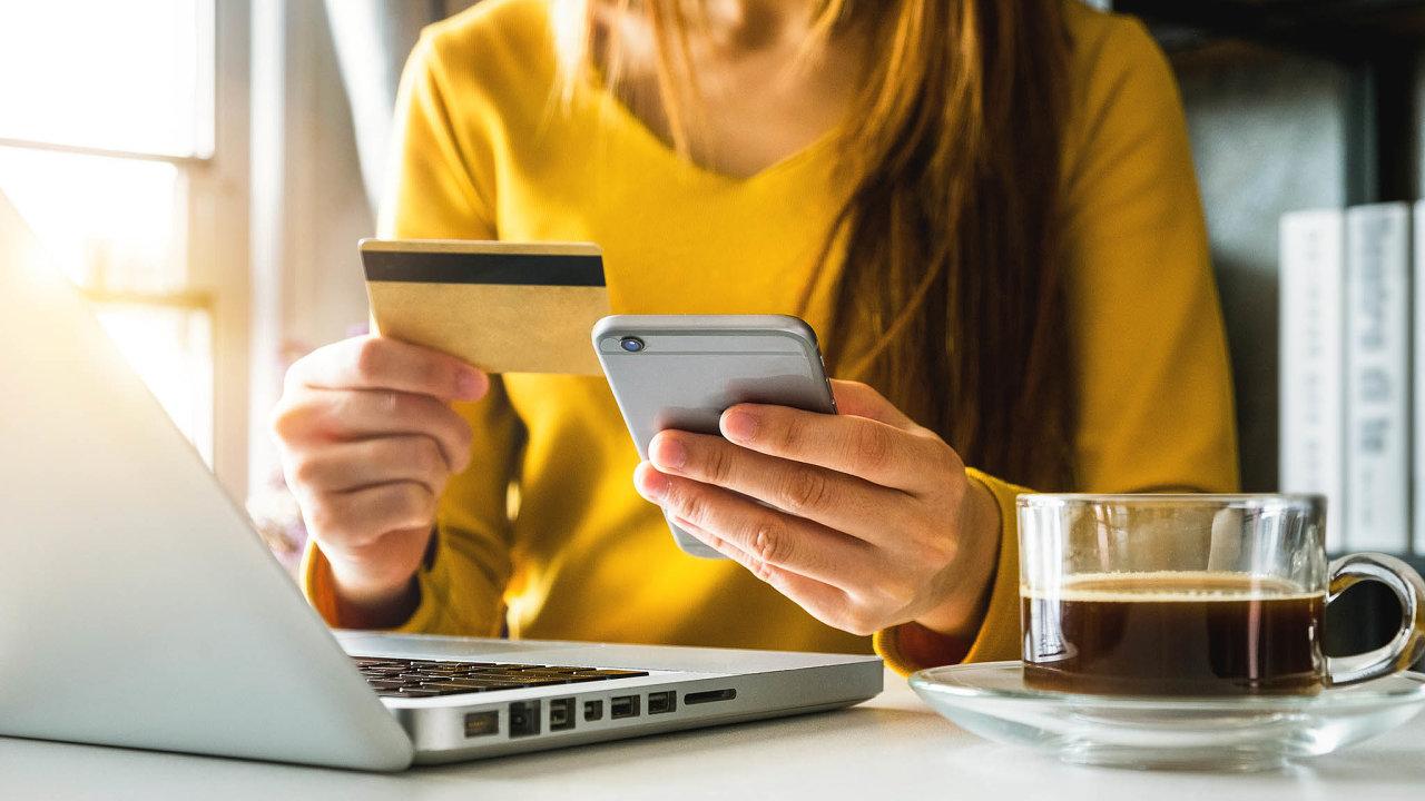 Nejvíce Češi na internetu nakupují elektroniku, dále také kosmetiku a oblečení. Ilustrační foto