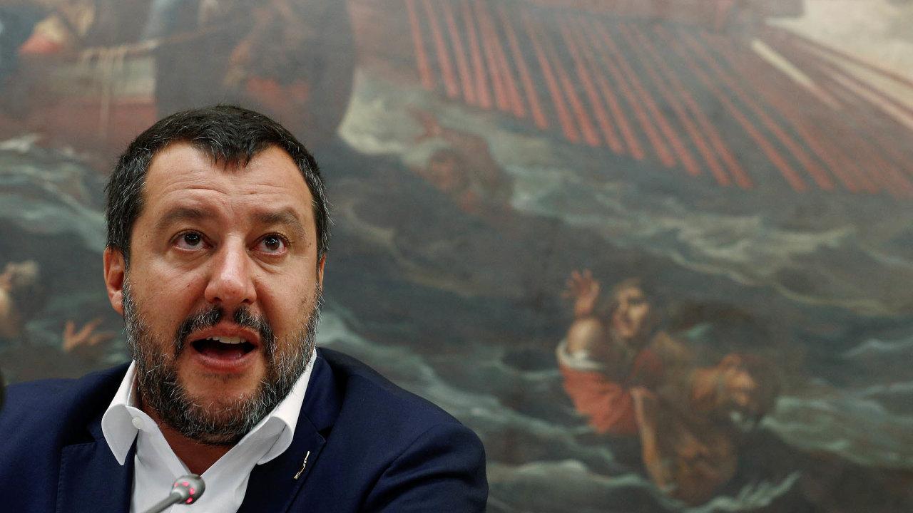 Zdánlivě nezastavitelný politický vzestup šéfa nacionalistické Ligy Mattea Salviniho narazil nahnutí běžných občanů, které se začalo označovat jako Sardinky.