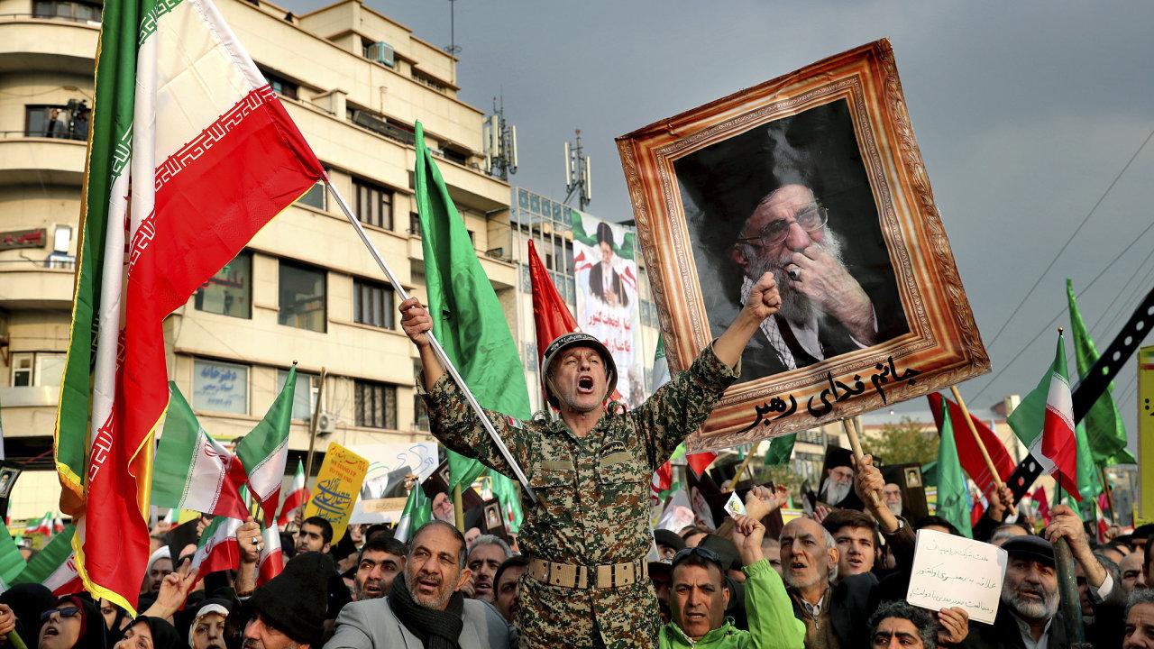 Demonstrace v Íránu, který byl týden bez připojení.