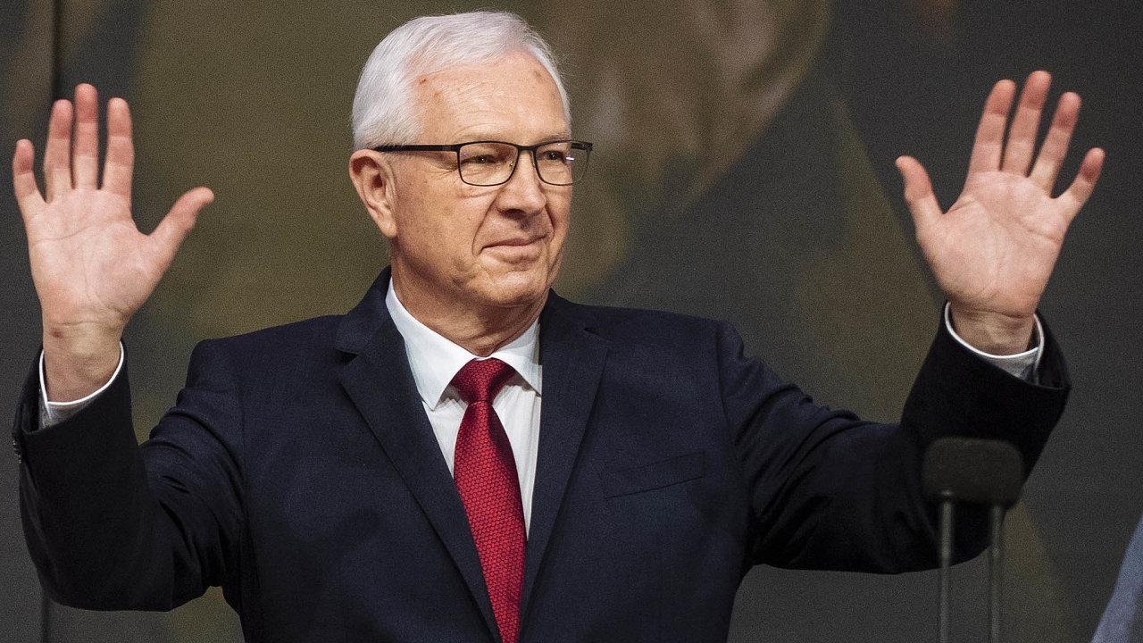 Vboji proti šíření záměrně nepravdivých zpráv by podle senátora Jiřího Drahoše (zaSTAN) pomohlo, pokud by zadavatelé reklamy neinzerovali nadezinformačních webech.