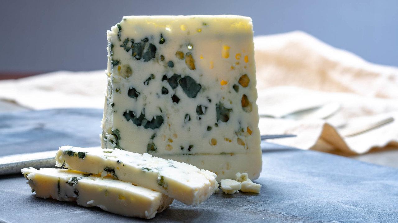 Francouzské kabelky, šampaňské, kosmetika, porcelán nebo třeba sýry, jako je Roquefort. Zapodobné výrobky si Američané brzy zřejmě kvůli plánovanému zvýšení cla připlatí.