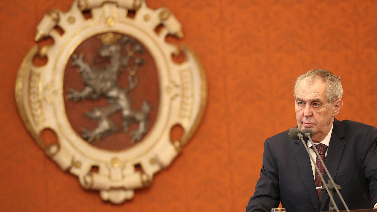 Stát se musí omluvit za výrok prezidenta Miloše Zemana o jeho exporadci Zdeňkovi Šarapatkovi. Nejvyšší soud odmítl dovolání ministerstva financí.