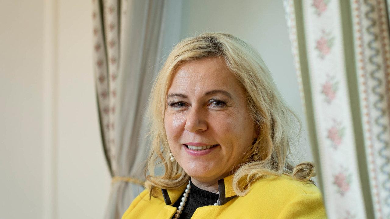 Naministerstvo pro místní rozvoj nastoupila vúnoru 2014 jako náměstkyně, v prosinci 2017 se sama stala ministryní, když vystřídala vefunkci svou předchůdkyni Karlu Šlechtovou.