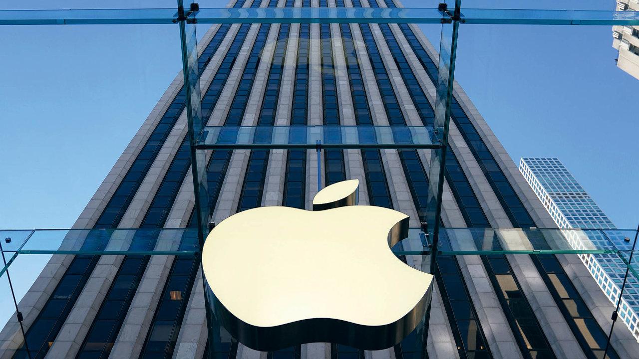 Apple po stížnostech uživatelů na to, že se jejich starší iPhony nečekaně vypínají, našel řešení. V nových verzích operačního systému iOS zpomalil telefony.