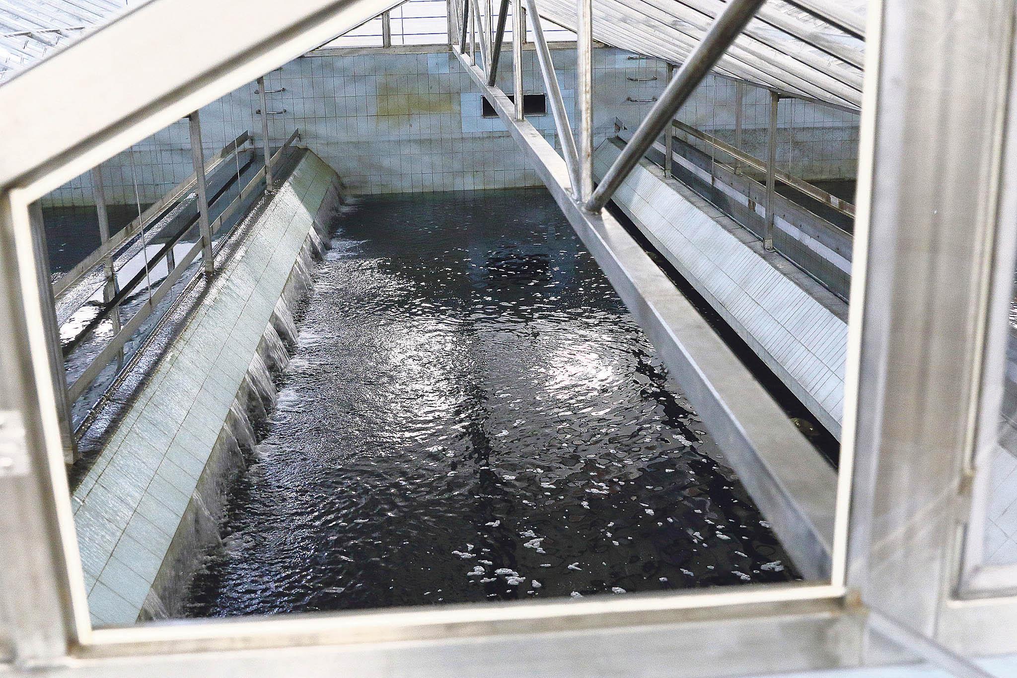 Přeměna jednoho kubíku surové vodyna pitnou trvá dvě sekundy.