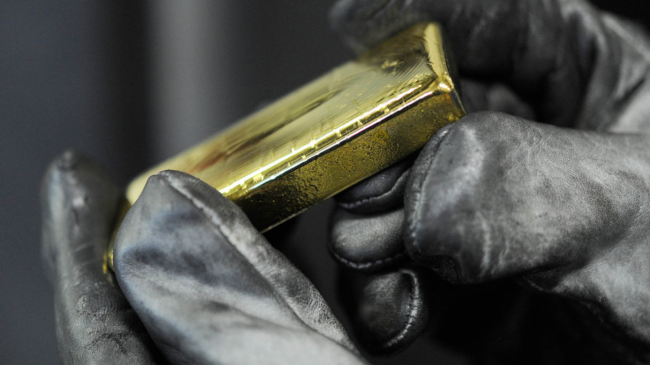 Investoři považují zlato za bezpečné útočiště v období nejistoty.