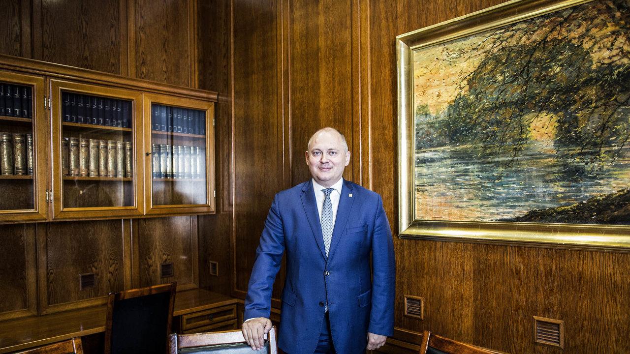 Bývalý první místopředseda ČSSD Michal Hašek má být novým volebním manažerem strany pro krajské volby.