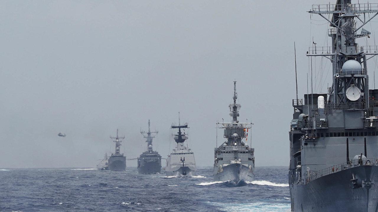 Čínská flotila. Země se snaží ovládnout doposud sporná území především vJihočínském moři.