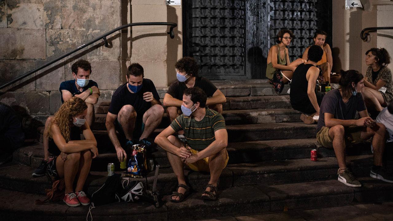 Španělsko pod kontrolou: Španělsko zdůrazňuje, že nákaza se nově začala šířit pouze naněkolika místech, především vKatalánsku, atato ohniska jsou pod kontrolou.