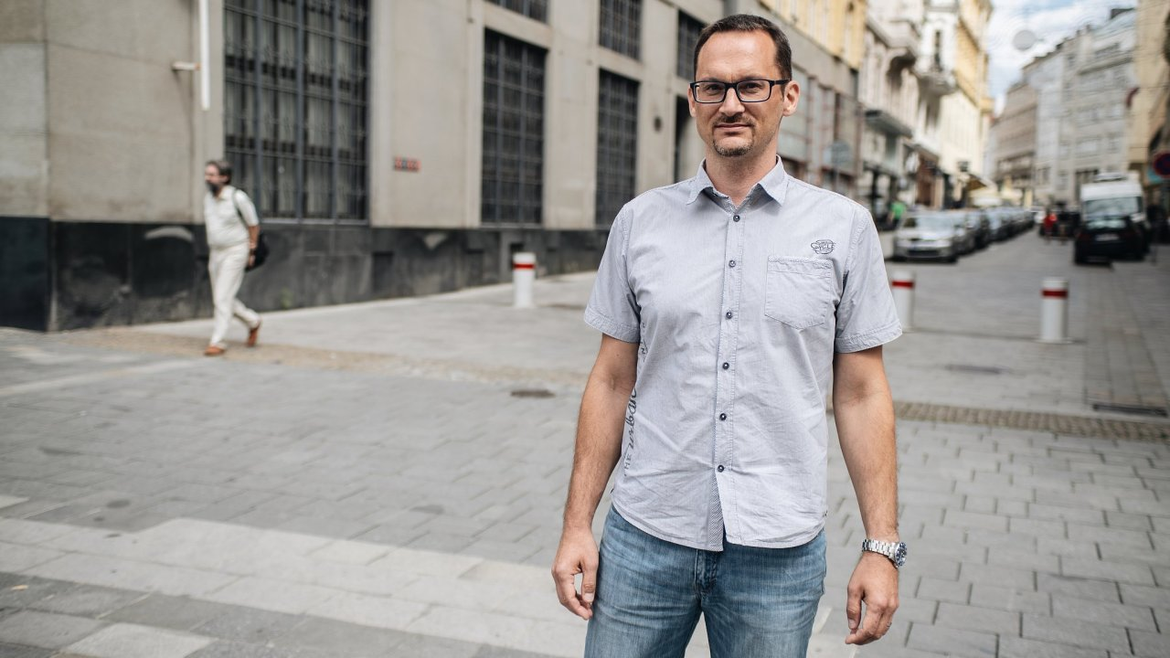 V pondělí přivádí Radek Mezlík, žalobce Vrchního státního zastupitelství v Olomouci, obří korupční kauzu Stoka před soud.