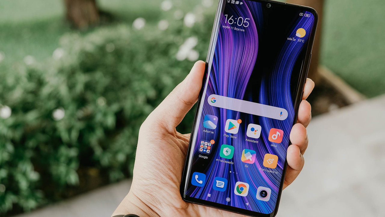 Sankce pro výrobce telefonů Xiaomi nejsou tak tvrdé jako ty, které mířily proti konkurenčnímu Huaweii. Nadále bude moci využívat například služby Googlu. Přijde ale openíze odamerických investorů.