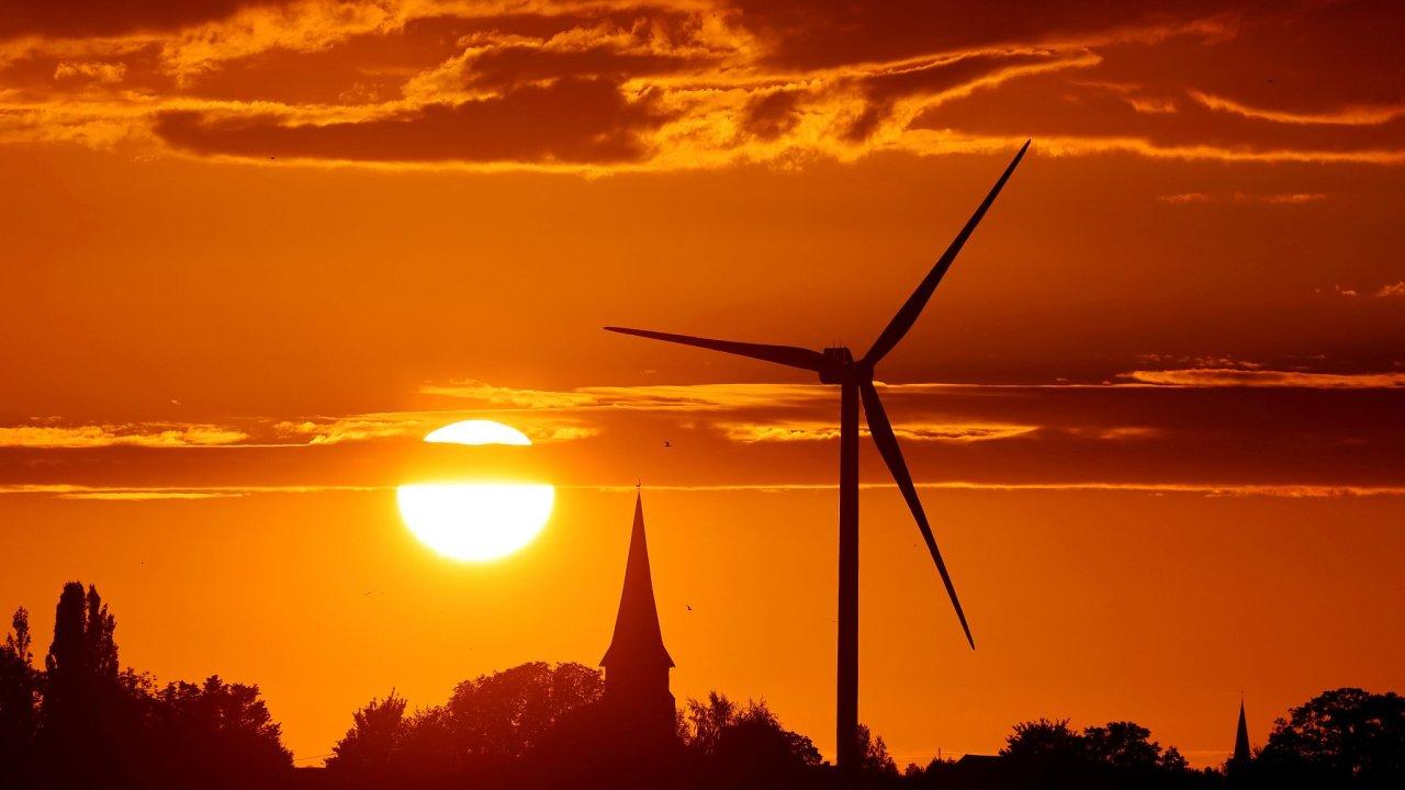 Turbína větrné elektrárny ve francouzském Ecoust-Saint-Mein.