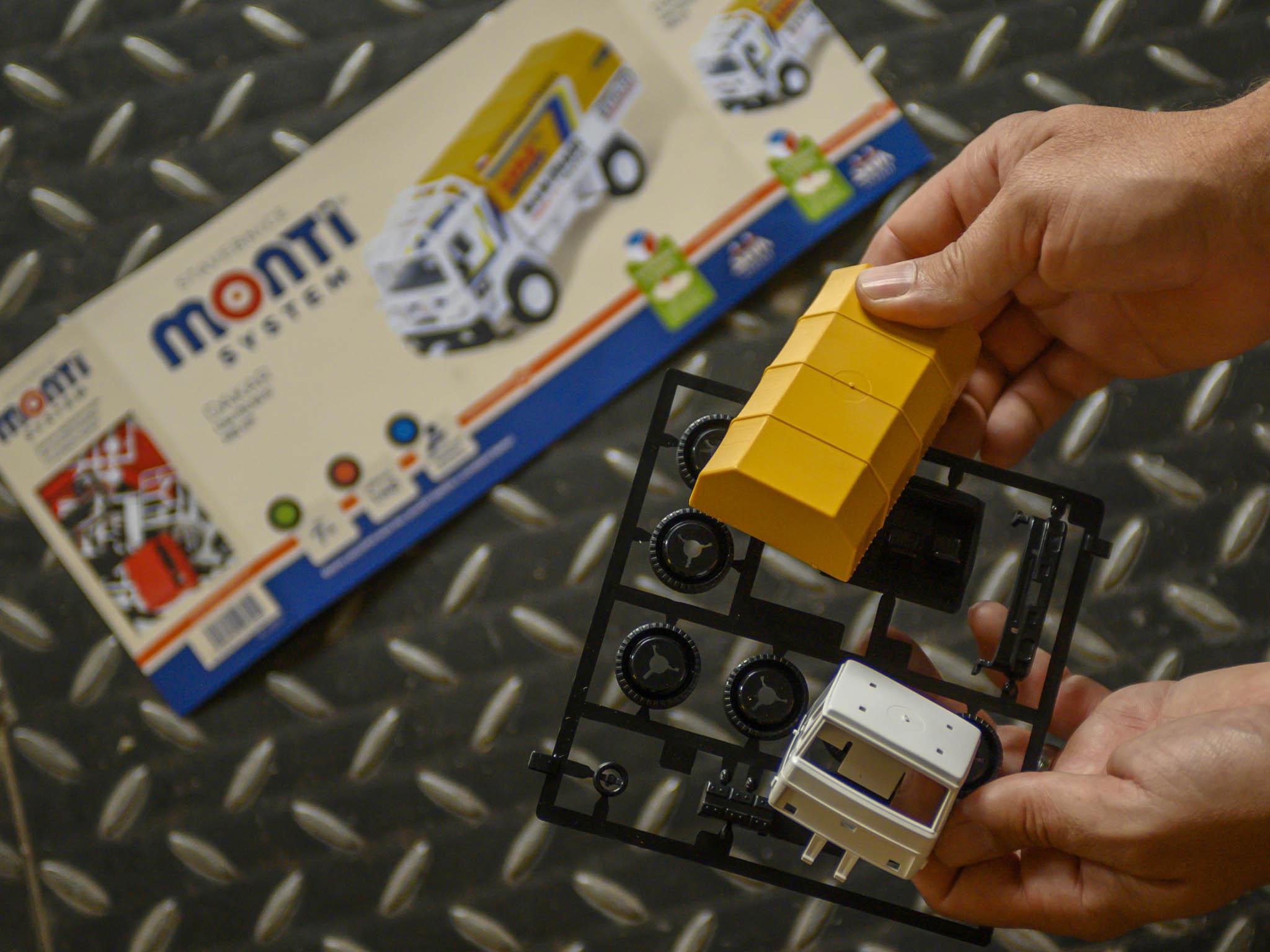 USemil kromě Sevy vzniká idalší známá klasika– plastová autíčka Monti System, která se vezdejších kovozávodech vyráběla už odroku 1984.