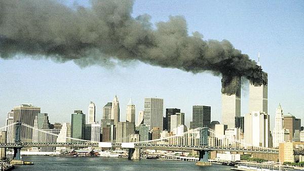 LFŠ připomíná útoky na Světové obchodní centrum. Tématu se věnuje například sugestivní snímek Let 93