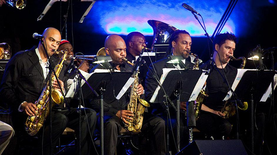 Mingus Big Band hraje v klubu u Ronnieho Scotta dvakrát denně.
