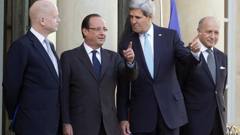 Zprava: Laurent Fabius, John Kerry  a François Hollande. Ilustrační foto