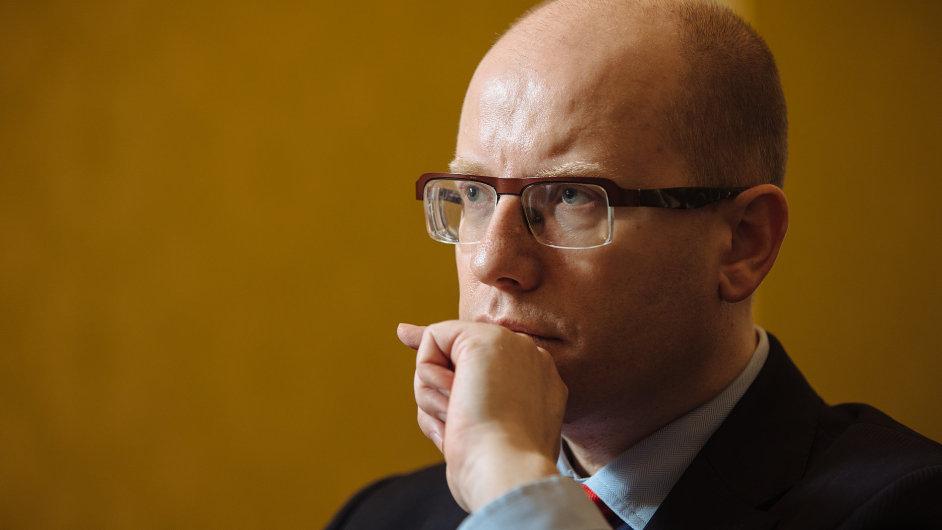 Bohuslav Sobotka sestavuje tým, který by byl schopný čelit tlaku Andreje Babiše.