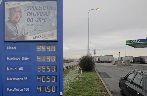 Levnější benzin vydrží měsíce  Zlevňuje především na pumpách