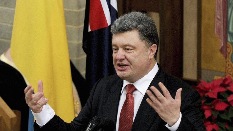 Podle ukrajinského prezidenta Petra Porošenka podporuje separatisty na východě země 11 tisíc ruských vojáků.