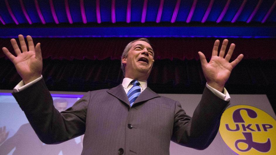 Vzestup... a pád? I přesto, že popularita strany UKIP Nigela Farage roste, může získat jen minimum křesel.
