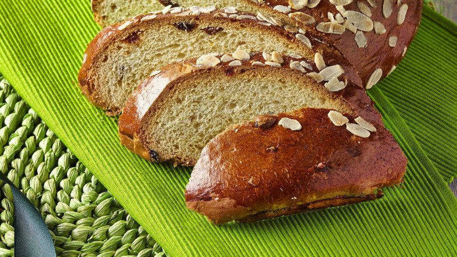 Mazanec se na rozdíl od ostatního pečiva jedl až o Velikonočním pondělku, protože ještě v neděli ho lidé chodili světit do kostela.