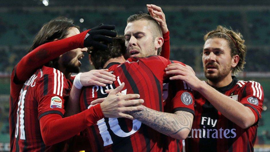 Čínské firmy by rády koupily italský klub AC Milan. Plánují zvláštní formu crowdfundingu.
