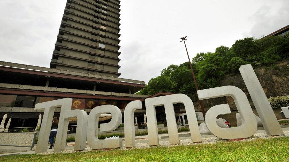 Autory současné podoby hotelu, otevřeného v roce 1977, byli Věra a Vladimír Machoninovi.