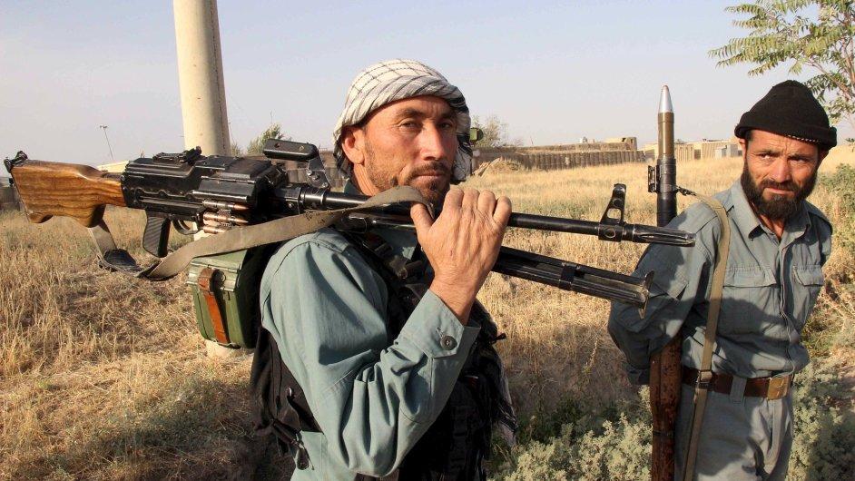 Afghánští bojovníci se připravují na hranicích během bitvy s Tálibánem o město Kunduz.
