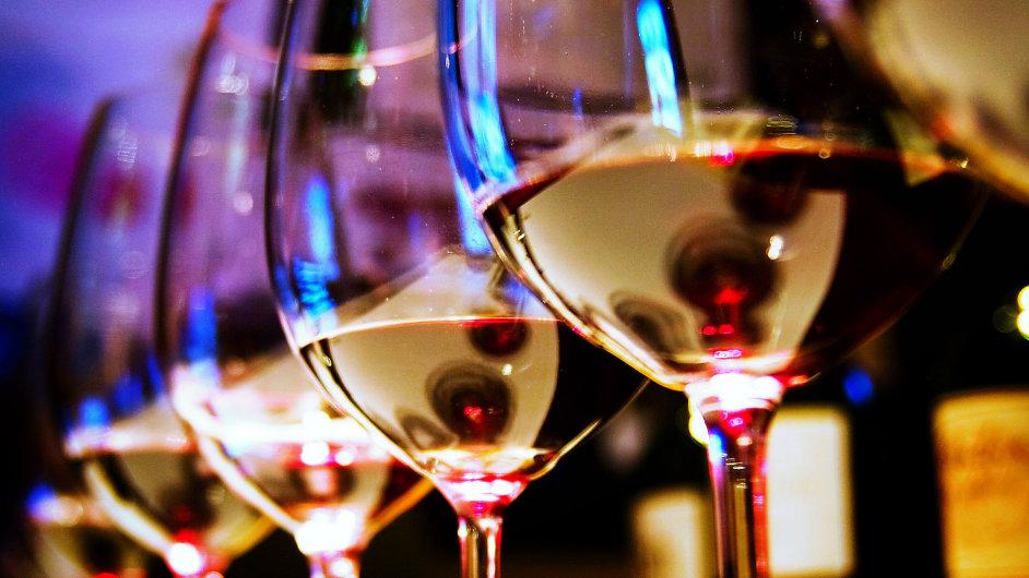 Sklenka vína denně může mít pozitivní vliv na naše zdraví - Ilustrační foto.
