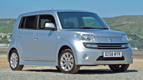 Vůž značky Daihatsu.