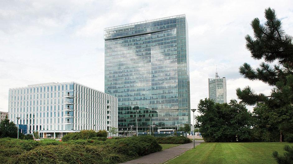 Nejvyšší kancelářská budova v Česku City Tower v Praze na Pankráci na snímku z 31. července. Budova má nového majitele