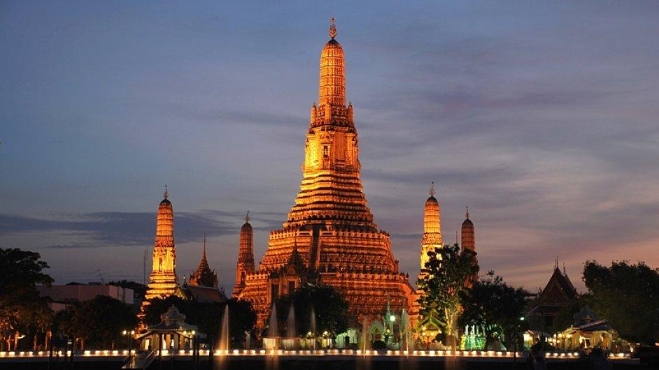 Bangkok turisty láká svými památkami, ale také atmosférou.