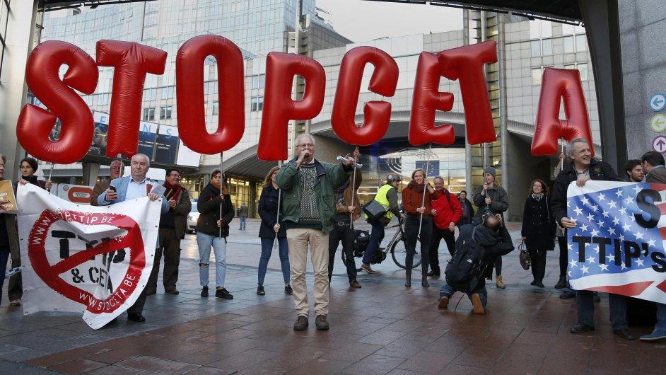 Protest proti obchodní dohodě CETA během summitu EU.
