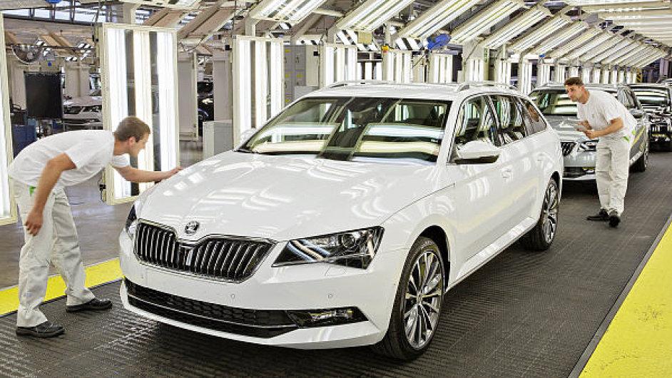 Nejvíce se na výrobě osobních aut podílela automobilka Škoda. Za sedm měsíců jich vyrobila téměř půl milionu.