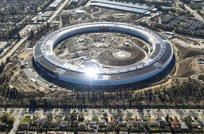 UFO, umělé řeky i stromy. Velké firmy jako Google či Apple se předhání, kdo bude mít atraktivnější sídlo